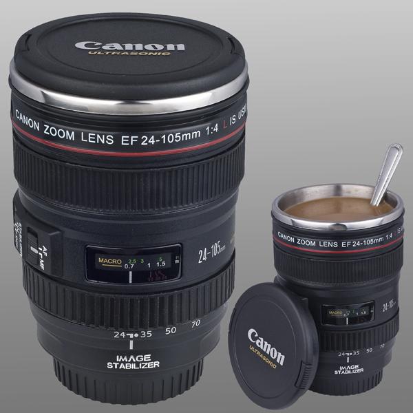 Une tasse à café objectif appareil photo Canon