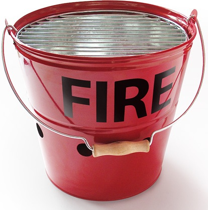 Un seau d'incendie barbecue