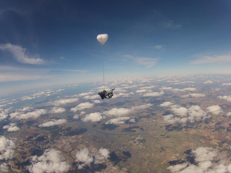 Offrir un saut en parachute